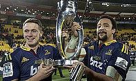 Ben Smith and Nasi Manu with the Super Rugby trophy