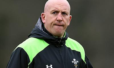 Assistant coach Shaun Edwards has signed a new four-year deal to stay on with Wales to the 2019 World Cup