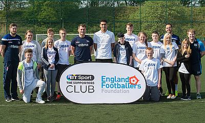 Chris Smalling and Mark Cueto with 'The Supporters Club'
