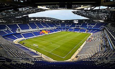 The Red Bull Arena hosted the Aviva Premiership clash between London Irish and Saracens.
