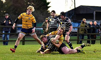 Nine-try Chinnor overcome Worthing to stay top