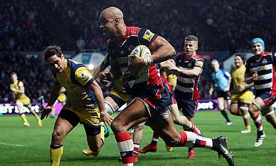 Bristol's Tom Varndell broke to score a try against Worcester