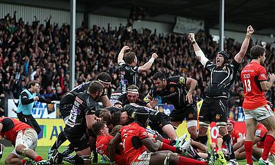 Sam Simmonds scored a decisive last-minute try for Exeter against Saracens
