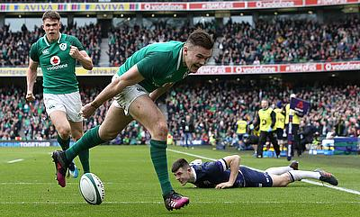 Jacob Stockdale goes in for his second try