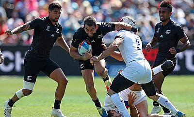 New Zealand's Kurt Baker attacks against the France defense on day two of the Rugby World Cup Sevens 2018