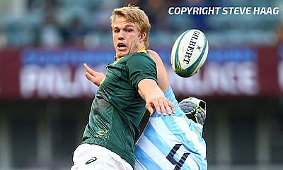 Pieter-Steph du Toit of South Africa out jumps Guido Petti of Argentina during the Rugby Championship match between South Africa and Argentina at Jons