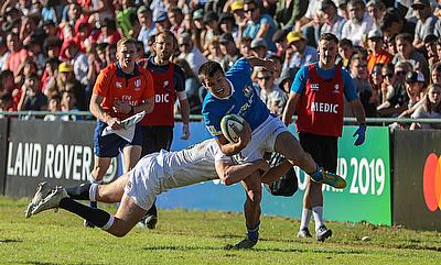 Italy on the attack against England in their Pool B match at Club de Rugby Ateneo Inmaculada