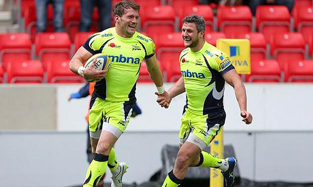 Mark Cueto was among the try-scorers in his final home game for Sale